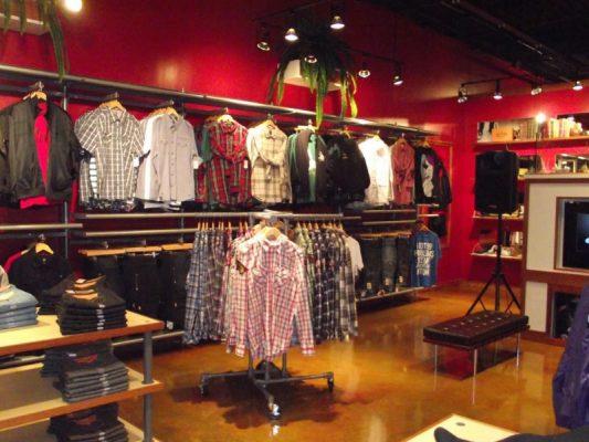 thiết kế quán quần áo